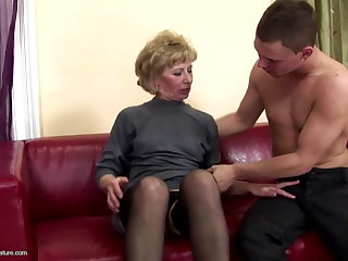 Hairy matured mommy ass fucked and pissed on