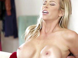 Horny MILF Gets Thrilling Orgasm