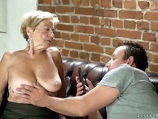 Unprincipled blonde mature slut Malya wanna earn some cash by sucking dick