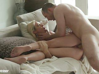 Hot tempered dude enjoys fucking doyenne off colour stepmom Sydney Hail