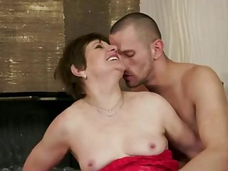 Short haired cougar hot porn video