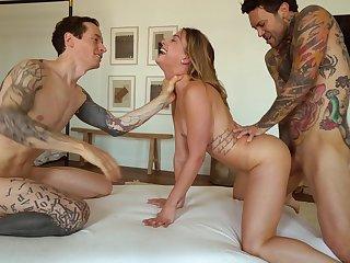 Hardcore FFM threesome apropos exposure fucking of pretty Kristen Scott
